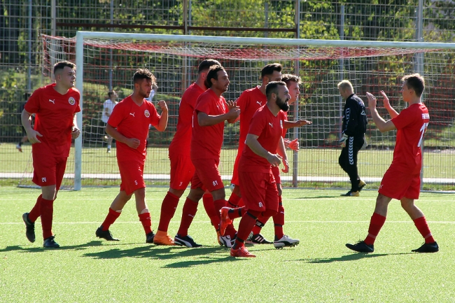 Auch Falkenberg trifft – Sportfreunde stoßen den  Bock um